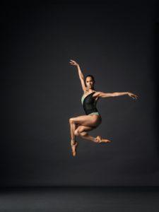 vedi http://www.corriere.it/spettacoli/17_gennaio_17/misty-copeland-l-atleta-nera-prestata-balletto-al-fianco-bolle-03a0f722-dccd-11e6-8f57-4c08b8d088ab.shtml